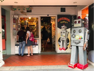 Cosmic Robot in Singapore